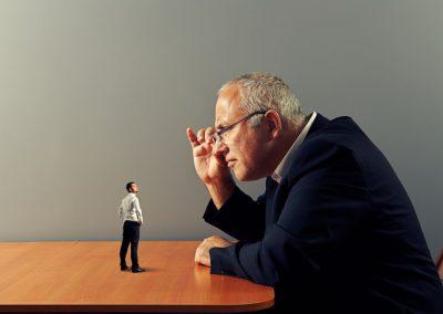 Không có khả năng thử thách nhân viên về mặt trí tuệ