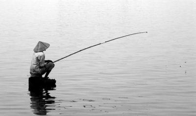Sông càng sâu càng tĩnh – Người càng hiểu biết càng biết khiêm nhường